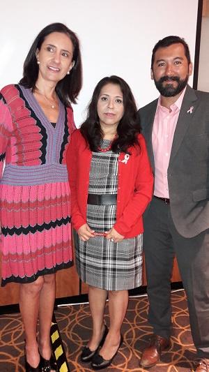 Bertha Aguilar, Fundación Cimab; Georgina Beatriz Hernández Ruiz, paciente con cáncer de mama metastásico y doctor Mario Gómez, Secretaría de Salud.