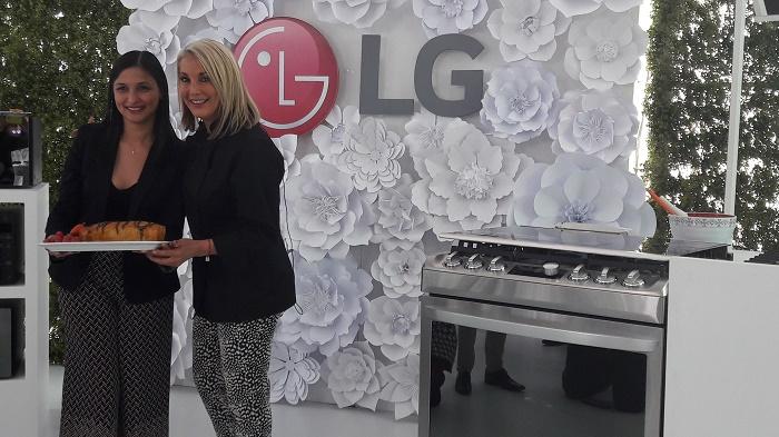 Renata Rivera, Directora de Marketing de LG Electronics México y la chef Many Muñoz.
