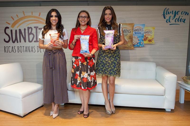 Nutrióloga Marybel Yañez, Ileana Barrera, Gerente de marca SUNBITES en México y la actriz y conductora Claudia Álvarez.