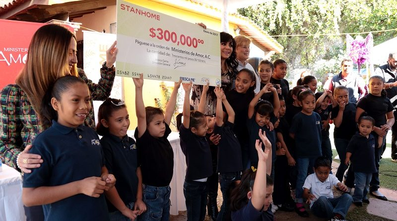 Stanhome entrega donativo a Ministerios de Amor