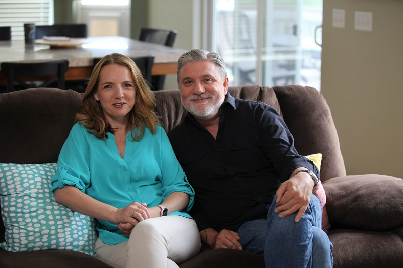 Mike Rinder y Claire Headley.