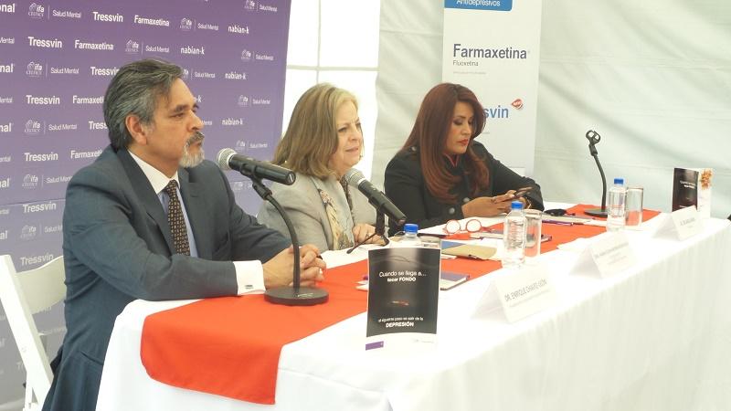 Dr. Enrique Chávez, Dra. María Elena Medina-Mora y Periodista Irlanda Maya.