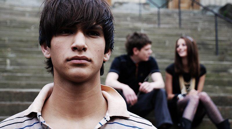 Escuchar al adolescente; un texto para padres, maestros y amigos