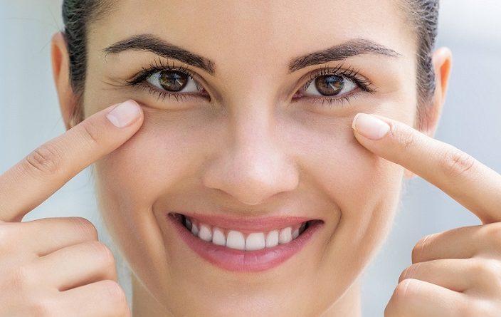 ¿Cómo reducir las bolsas debajo de los ojos?