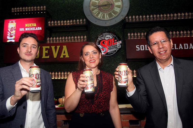 Manuel Martínez, Laura Romano, Luis Llano, maestro cervecero.