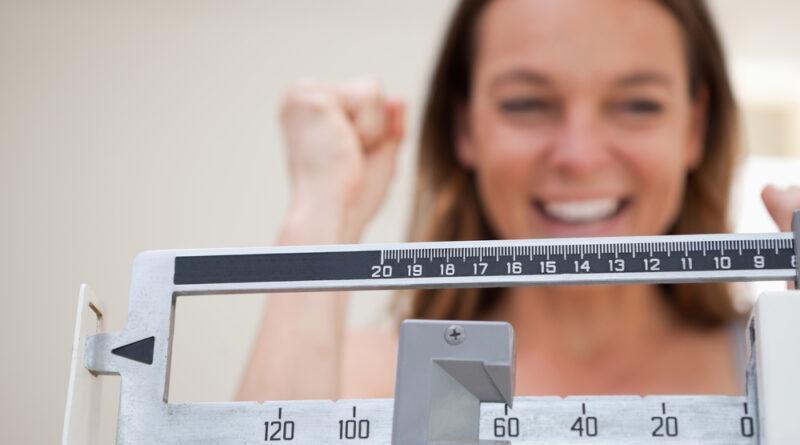¿Te cuesta mantener tu peso en óptimo estado? 10 consejos para cambiar tus hábitos alimentarios